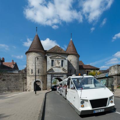 Bateau et petit train de Besançon