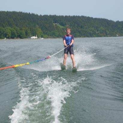 Ski nautique et wakeboard sur le lac de Joux