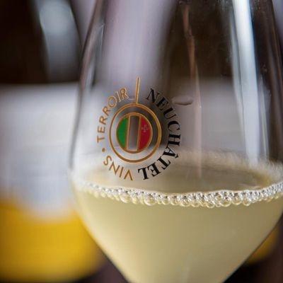 """Gagnez 3 x 1 carton de 6 bouteilles de vin """"Neuchâtel Non Filtré 2018 AOC"""""""